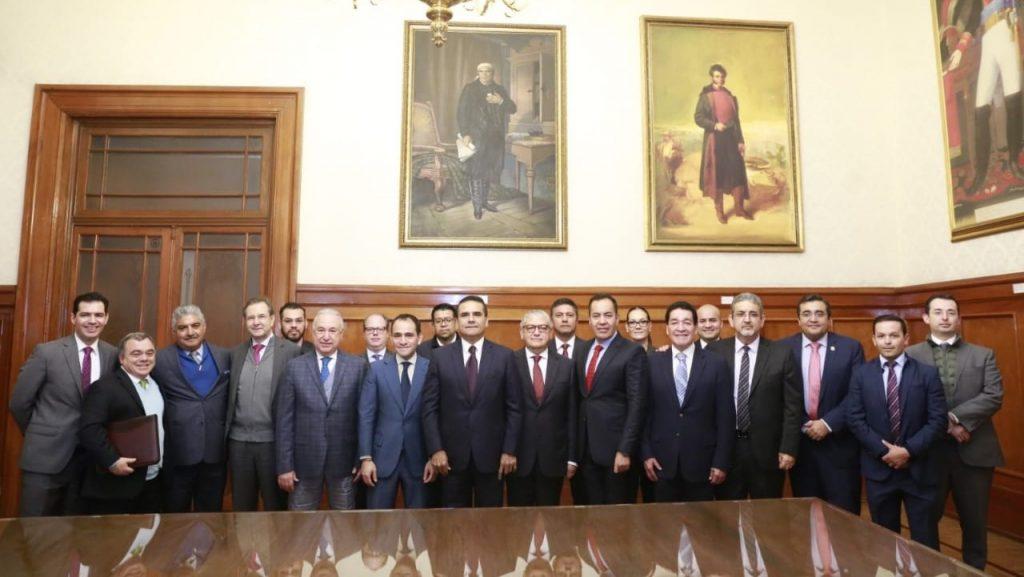 Gabinete del Gobierno del Estado de Michoacán en reunión con autoridades de la SEP y la SHyCP