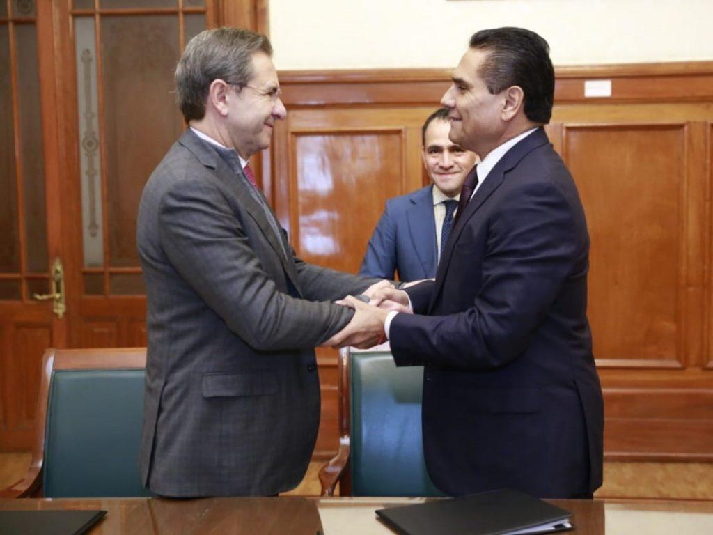 El secretario de Educación Pública, Esteban Moctezuma y el Gobernador de Michoacán Silvano Aureoles.