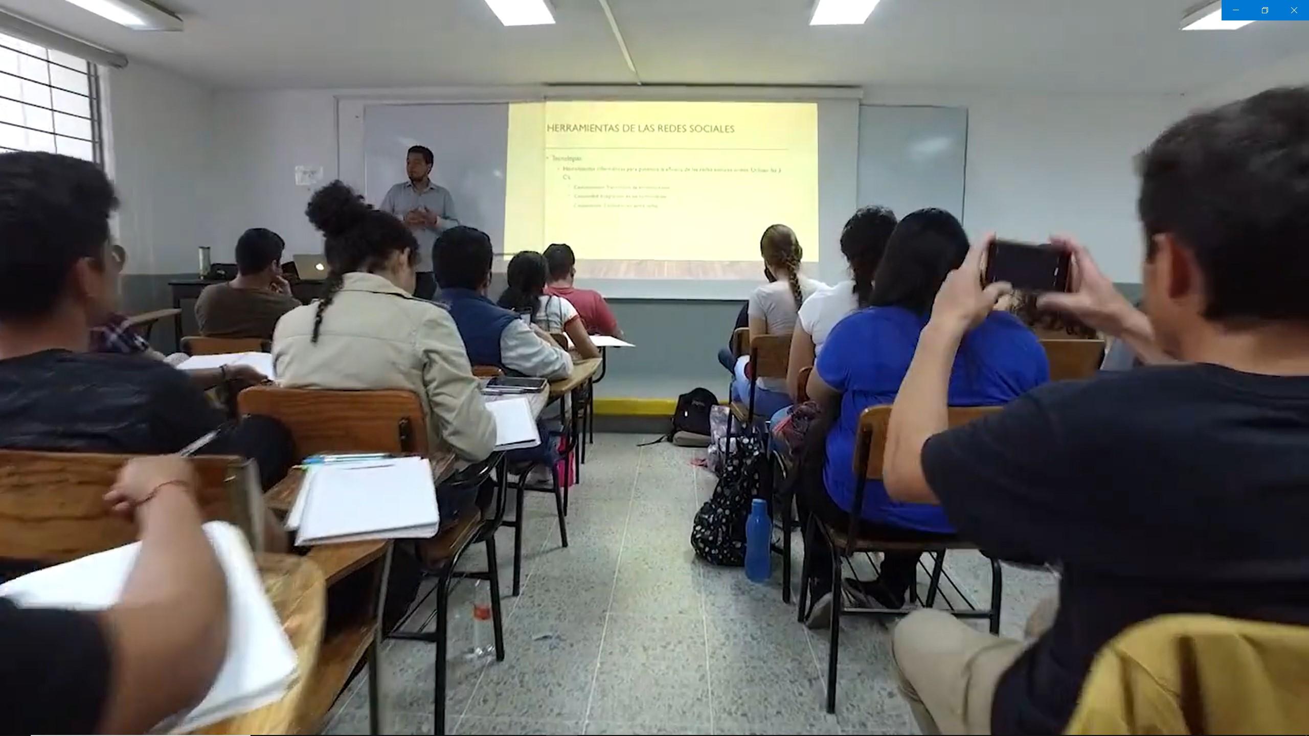 Acreditación: Logro de profesores, alumnos y trabajadores de la FCCA.