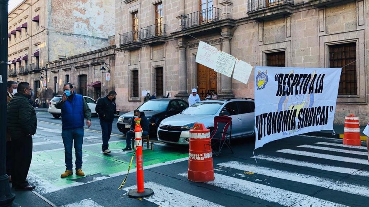 Lucha el SUEUM en las calles, mientras que en el terreno jurídico pierden