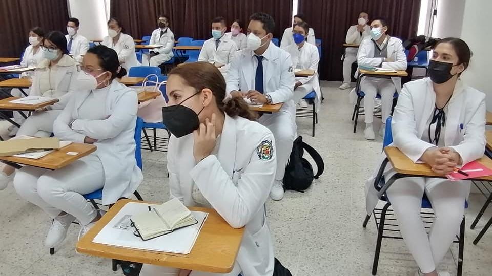 El Hospital General de Uruapan, dio la bienvenida a los nuevos médicos pasantes al internado